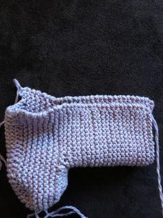 """strikkelykken: Oppskrift på mini """"ugg"""" Uggs, Beanie, Knitting, Mini, Inspiration, Inspired, Fashion, Hipster Stuff, Threading"""