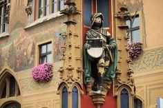 Fietsen langs de Donau Passau - Wenen | 8 of 9 dagen | ca. 321km  Het populairste gedeelte van de fietsroute langs de Donau is het stuk tussen Passau en Wenen. Bij Passau komen maar liefst 3 rivierenbij elkaar, die elkaar een eigen kleur aan het water toevoegen. U komt door het stadje Linz en het Wachau-gebied. In dit gedeelte langs de rivierzijn veel wijngaarden te vinden. De streek staat zelfs op de lijst van het UNESCO-Werelderfgoed. Vanuit Wenen hebt u een transfer...