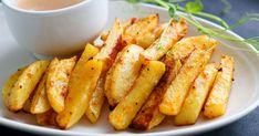 Mausteperunat ovat kuin itse tehdyt ranskalaiset uunissa. Ne on helppo valmistaa ja ne maistuvat vaikka lihapullien tai dippikastikkeen kanssa. Paista 225 asteessa noin 25 minuuttia, kunnes väri on sopivan ruskea. Gluten Free Recipes, Free Food, Carrots, Food And Drink, Vegetables, Carrot, Vegetable Recipes, Gluten Free Menu, Veggies