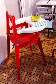 Scaunul BLAMES pentru bebeluși este prevăzut cu centură de siguranță, astfel ȋncât tu să te ocupi liniștită de treburile casei, ȋn timp ce el descoperă mângâierea soarelui pe față. Ikea, Chair, Modern, Furniture, Home Decor, Recliner, Homemade Home Decor, Ikea Ikea, Home Furnishings