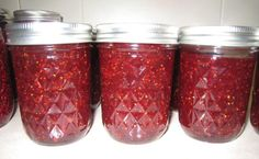 Yield :     Makes1 servings .    Ingredients :     Quick and easy strawberry jam.   Serves: 1 half pint jar   INGREDIENTS   2 cups strawberries, hulled and sliced   ½ cup granulated sugar    Preparation :     In a medium saucepan, add in the