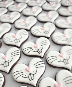 Celebrate Easter with the best Easter cookies. Here are the best Easter Sugar Cookies ideas. These Easter cookies decoration with royal icing are so cute. Cookies Cupcake, Fancy Cookies, Valentine Cookies, Iced Cookies, Cute Cookies, Easter Cookies, Royal Icing Cookies, Easter Treats, Holiday Cookies