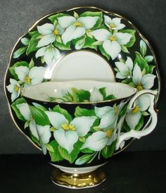 ROYAL-ALBERT-china-PROVINCIAL-FLOWERS-collection-TRILLIUM-pattern-CUP-SAUCER