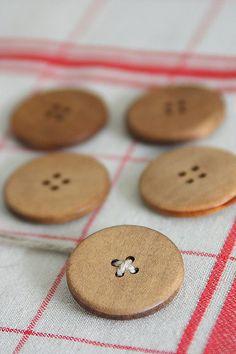 set 4 Large zakka Wood Buttons Set