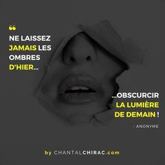 Arrêtons de Regarder dans le Rétroviseur. Avançons et Construisons un Avenir POSITIF dès Aujourd'hui... Que Votre semaine soit LUMINEUSE  !   #positif #citation #chantalchirac