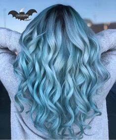 Ombre Hair Looks That Diversify Common Brown And Blonde Ombre Hair - Want to try ombre hair, but not sure what look? We have put together a list of the hottest ombre looks for you to try! Why not go for a new exciting look? Dark Blue Hair, Ombre Hair Color, Cool Hair Color, Light Blue Ombre Hair, Blue Hair Colors, Pulp Riot Hair Color, Lace Hair, Green Hair, Hair Highlights