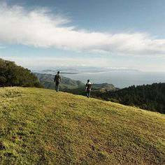 Photo by @hellokrisdavidson // Featuring the highest peak in the Marin Hills, the top of Mount Tamalpais offers sweeping views of San Francisco and the the Pacific Ocean. Most of the mountain is part of protected public lands, including Mount Tamalpais State Park, Muir Woods National Monument, and the Mount Tamalpais Watershed, resulting in the preservation of pristine nature mere miles from a bustling urban area. #California