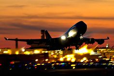Buy a plane ticket on impulse, and not tell anyone where i'm going! Jumbo Jet, Air Photo, Come Fly With Me, Commercial Aircraft, Boeing 747, Jet Ski, Private Jet, Pictures, Image