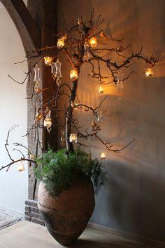 Het Moonhuis: Kerstsfeer in huis met tak van perenboom