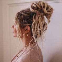 I lovvve texture in my messy buns but hate adding heat damage to my hair just to. I lovvve texture Everyday Hairstyles, Summer Hairstyles, Messy Hairstyles, Pretty Hairstyles, Straight Hairstyles, Wedding Hairstyles, Hairstyles Videos, School Hairstyles, Formal Hairstyles