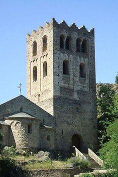 Abbaye Saint Martin du Canigou Guide du tourisme des Pyrénées-Orientales Languedoc-Roussillon