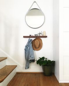 A simple entrance with a mirror, ledge and hooks.