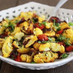 Turmeric Roasted Cauliflower Recipe With Tomatoes Tasty Cauliflower, Turmeric Cauliflower, Cooking With Turmeric, Turmeric Recipes, Cooking Recipes, Healthy Recipes, Protein Recipes, Vegetable Recipes, Healthy Meals