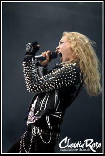 Angela Gassow of Arch Enemy live