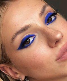 Blue Eyeshadow Looks, Makeup Eye Looks, Blue Makeup, Blue Eyeshadow Makeup, Blue Eyeliner, Pretty Makeup, Makeup Inspo, Makeup Inspiration, Makeup Tips
