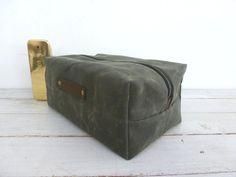 Toilettas in waxed canvas, shaving bag, dopp kit van Treesizeverse op DaWanda.com