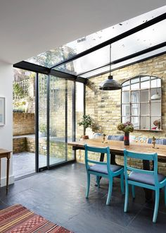 Super House Glass Extension Victorian Terrace Ideas – Home Renovation Orangerie Extension, Conservatory Extension, Conservatory Kitchen, Conservatory Flooring, Conservatory Lighting, Casa Retro, Glass Extension, Extension Ideas, Kitchen Extension Glass Roof