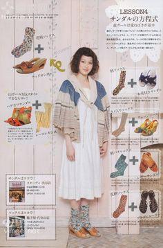 Các họa tiết của thời trang trong Mori girl thường là ren hoa và màu sắc trung lập được sử dụng, đi kèm với các phụ kiện tóc dễ thương.