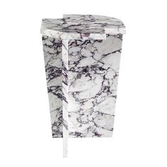 For Sale on - This striking marble coffee table features one central support and is entirely made of Fior di Pesco marble cm thick). Its joint doesn't use glue or Best Interior Design, Interior Design Studio, Luxury Interior, Small End Tables, Cool Tables, Side Tables, Grey Furniture, Table Furniture, Calacatta Gold