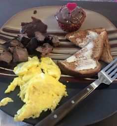 Steak and eggs with Nutella cupcake