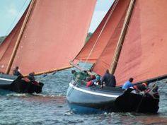 Galway Hookers racing at Cruinniu na mBad in Kinvara Co Galway West Coast Of Ireland, Wooden Ship, Wooden Boats, Fishing Boats, France, Fields, Sailing, Irish, Sail Boats
