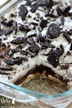 Four Layer Dessert This Oreo Four Layer Dessert is one of our favorites! No one is able to resist it.This Oreo Four Layer Dessert is one of our favorites! No one is able to resist it. Sugar Cookie Cheesecake, Chocolate Chip Cheesecake Bars, Chocolate Cake, Nutrition Education, Cake Recipes, Dessert Recipes, Delicious Desserts, Sunshine Cake, Oreo Desserts