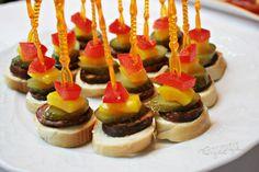 Chlebíčky, kanapky a chuťovky | Bonviváni Caramel Apples, Tapas, Cheesecake, Food And Drink, Cooking, Recipes, New Years Eve, Essen, Kitchen