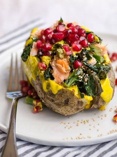 9 Easy (and Delicious) Ways to Prepare Baked Potatoes - The Superfood Loaded Baked Potato Baked Potato Recipes, Baked Potatoes, Stuffed Potatoes, Rutabaga Recipes, Watercress Recipes, Chicken Recipes, Cooking Recipes, Healthy Recipes, Gastronomia