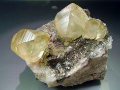Calcite - La Cuerre Mine, Rionansa (Herrerías), La Florida mining area, Sierra de Arnero, Cantabria, Spain.  Calcite. 9x8 cm. Main crystal of 3´6 cm