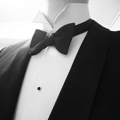 Black tie with stiff detachable collar and stiff shirt. Bow tie is single ended