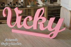 Nombre decorativo en rosa para Vicky