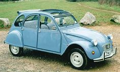 If I could have any car in all the land it would be a Deux Chevaux for me in just this lovely blue.