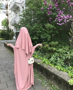 Androgynous Fashion Women, Curvy Women Fashion, Hijab Style Dress, Hijab Outfit, Abaya Style, Arab Girls Hijab, Girl Hijab, Beautiful Muslim Women, Beautiful Hijab