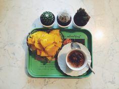 Biscotti al mango e cappuccino di banana