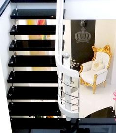 10 ideen f r bolzentreppen freitragende treppen aus granit. Black Bedroom Furniture Sets. Home Design Ideas