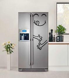 Que tal ter uma geladeira adesivada, plotada ou envelopada em sua cozinha? Selecionamos lindos modelos que você pode se inspirar para deixar a cozinha mais divertida.