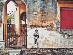 Penang Street Art and in particular George Town Street Art has in the past few years enhance its appeal as a tourist destination. You will find graffitis and stencils all over the old town's walls!