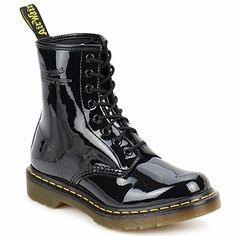 classic in nieuw lakje >> Dr Martens 1460.  Used to have these in the 80's.  Wish I knew where I put them.  Must have left them somewhere.
