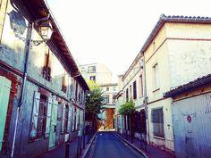 [En balade dans #Toulouse] la pittoresque rue de la Boule & ses charmantes maisonnettes entre #Garonne & Saint-Pierre-des-Cuisines #visiteztoulouse #ByToulouse #toulousesecrète #igerstoulouse #toulouse_focus_on #clic_toulouse #toptoulousephoto #mahautegaronne #TourismeHG #tourismeoccitanie #perspective #ruelle #street #instastreet