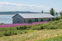 Le long de l'unique route de l'île Bas Saint Laurent, Destinations, Cabin, House Styles, Unique, Nature, Home Decor, Green, Naturaleza