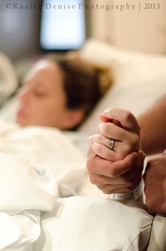 I'd love to be a Doula someday, specifically for military spouses who's husbands are deployed. Baby Hospital Photos, Newborn Baby Hospital, Hospital Pictures, Emotional Photography, Birth Photography, Maternity Photography, Labor Photos, Birth Photos, New Baby Pictures
