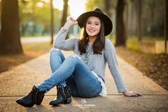 Poses For Pictures, Senior Pictures, Stylish Photo Pose, Quinceanera Photography, Best Photo Poses, Blouse Designs Silk, Foto Casual, Beach Poses, Autumn Photography
