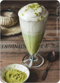 Matcha Latte - Recipes and healthy stuff - Matcha Smoothie, Smoothie Drinks, Healthy Smoothies For Kids, Matcha Latte Recipe, Matcha Green Tea Latte, Magic Recipe, Coffee Dessert, Gourmet Desserts, Yummy Drinks