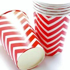 Lot de 12 verres papier chevrons rouge et blanc 9,3 x 7,5 cm