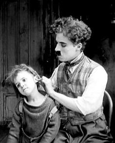 """vivendoemversoeprosa: """" Charlie Chaplin and Jackie Coogan in The Kid (1921) """""""
