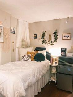 My dorm room at unc chapel hill :) insta: jess_kleinn dorm college decor do Apartment Room, Dorm Room Inspiration, Bedroom Design, Dorm Colors, Apartment Decor, College Room, White Dorm Room, Dorm Room Designs, College Bedroom