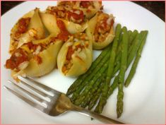 jumbo shells stuffed with turkey Images Jumbo Shells Stuffed, Stuffed Pasta Shells, Turkey Images, Sausages, Ground Turkey, Asparagus, Zucchini, Istanbul, Crockpot