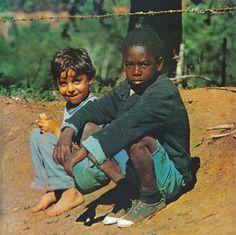 """O disco clássico da turma do Milton Nascimento, """"Clube da Esquina"""" está na playlist! Confira mais abaixo, dê um play!"""