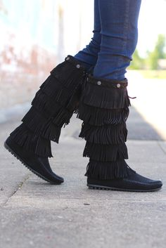 Minnetonka: 5 Layer Fringe Boot {Black} | The Fair Lady Boutique #minnetonka #boots #fringe #layers #fall #fallwear #footwear #shoes