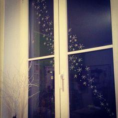 Flotte Flocke: Winterdeko mit Windowmarker - For the Home - Winter Diy, Winter Home Decor, Winter House, Gold Christmas Tree, Handmade Christmas, Christmas Decorations, Christmas Time, Holiday, Window Markers